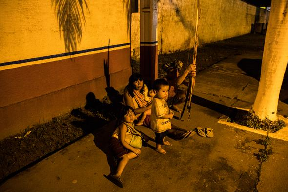 An Indigenous family living on the streets of Altamira.