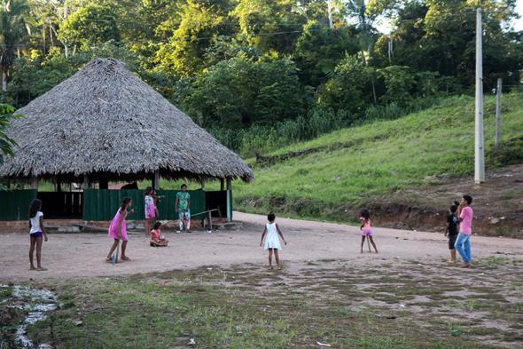 Juruna children play in Muratu village.