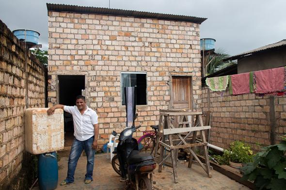 Edivaldo, a ribeirinho and a fisherman