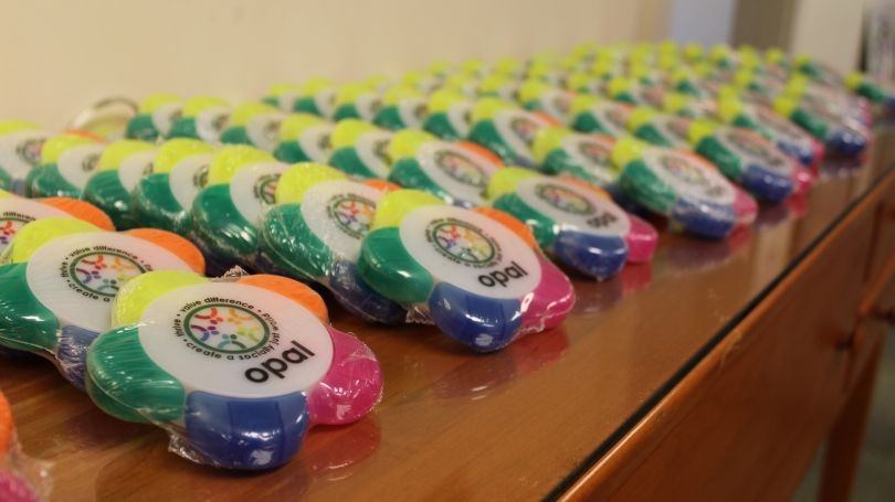 Cookies with the OPAL logo are displayed on a table.