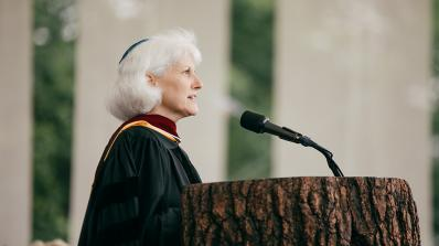 Rabbi Daveen Litwin standing at the podium during Commencement 2017.