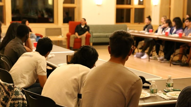 Speed Stories with Israel Reyes and students listening